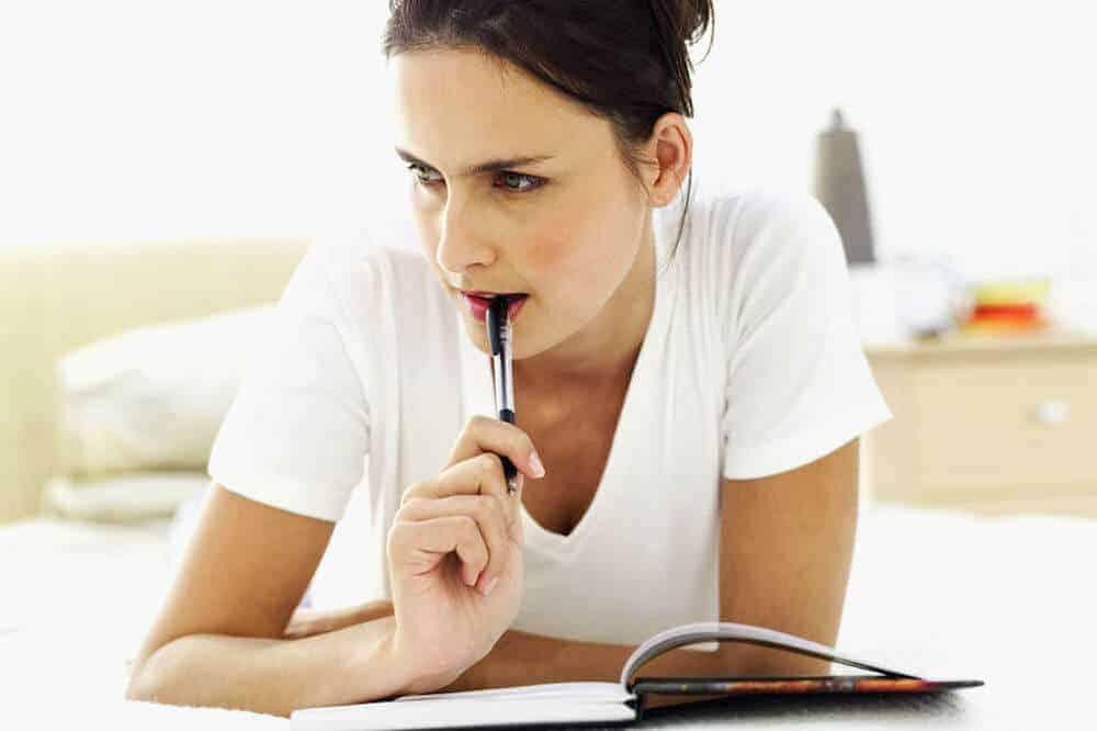 Resultado de imagem para woman writing a story